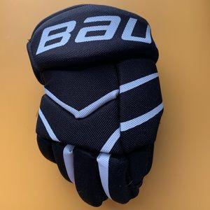 Kids Bauer hockey gloves